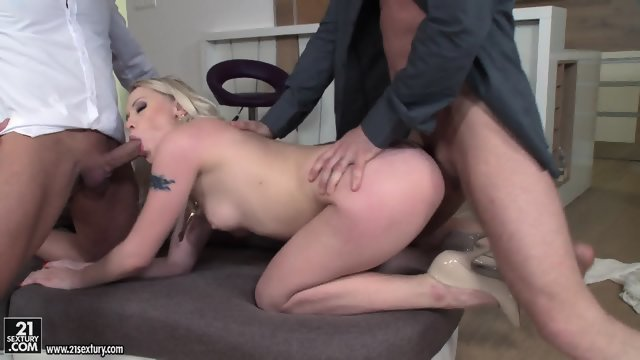 Elegant blonde Fucks Threesome