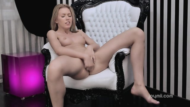 Teen blonde was unable to bring themselves to orgasm