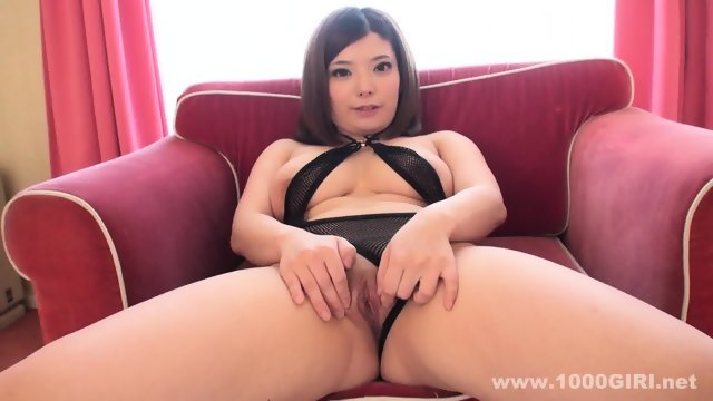 Asian girl showed sweet pussy