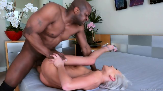 Blonde with a black man staged a hot fuck