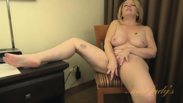 Experienced blonde has fun with new sex toy