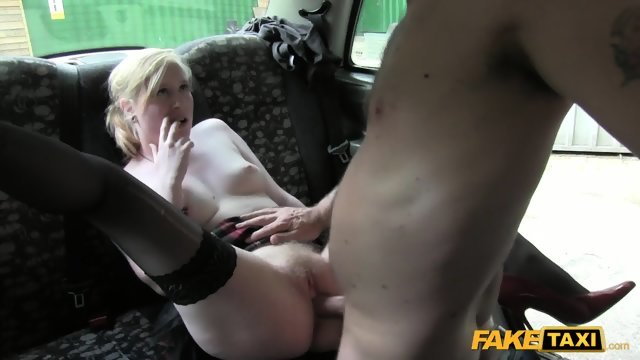 Fuck in a taxi with uninhibited blonde