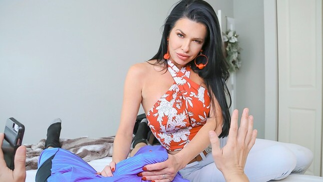 PervMom? Veronica Avluv - Stepmom Sucks Better