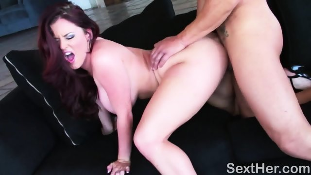 Sophie Dee after deep Blowjob gets squirt