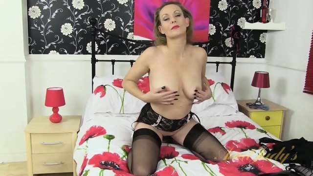 The woman on the bed masturbating crotch