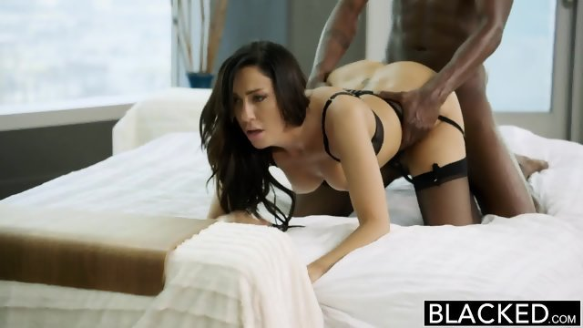 Brunette has great orgasm
